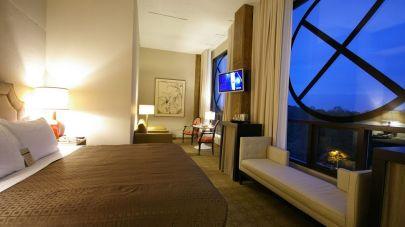 006414-03-bedroom-king-bed