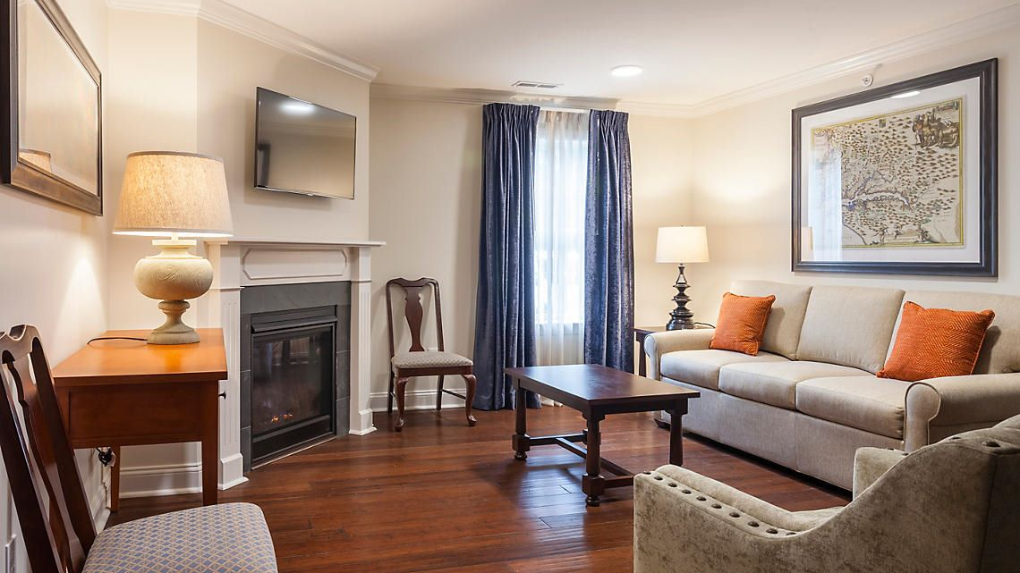 patrick-henry-square-1-or-2-bedroom-villa-living-room